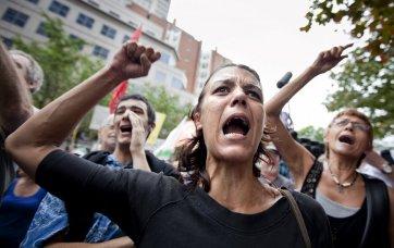 380982-centaines-personnes-reunies-pour-manifester