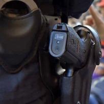 polis-pistol-handfängsel