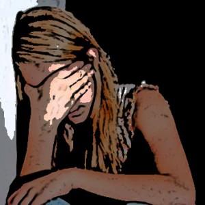 ung-ledsen-flicka-utsatt-för-grooming-övergrepp-300x300